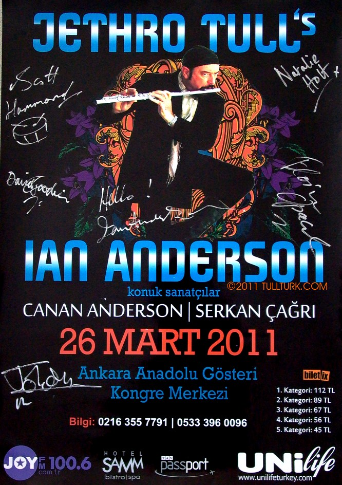 Sign's of IAN ANDERSON Band members in 2011